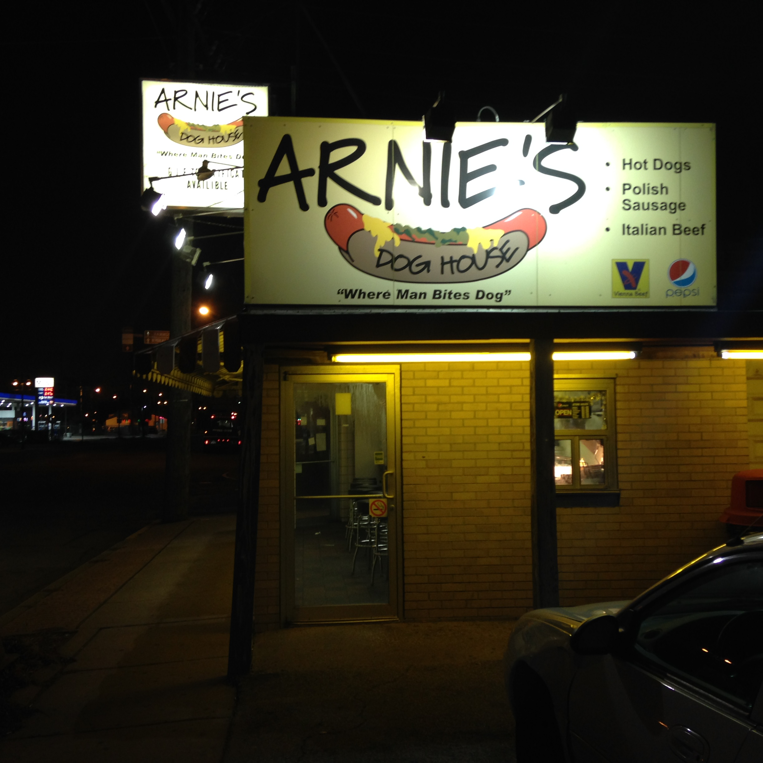 Arnie's Dog House Exterior - Whiting, Indiana - December 2014